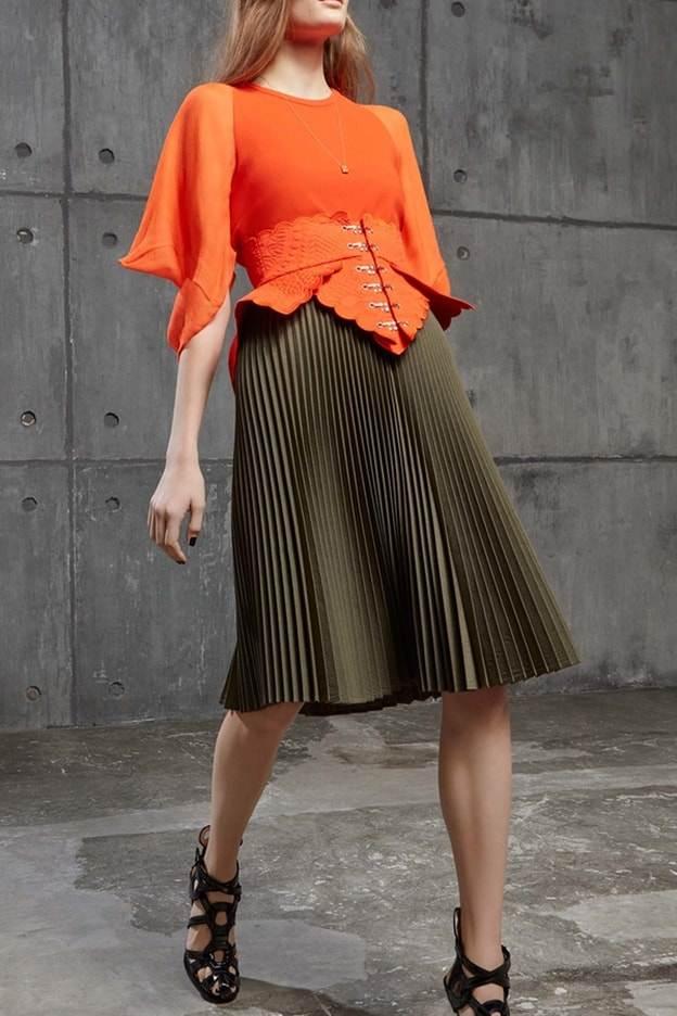 أجمل الملابس باللون الكاكي للخريف