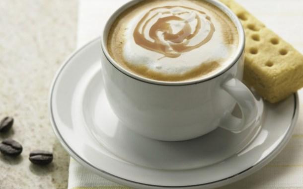 تحضير القهوة البيضاء الشهية في المنزل بخطوات بسيطة وسريعة