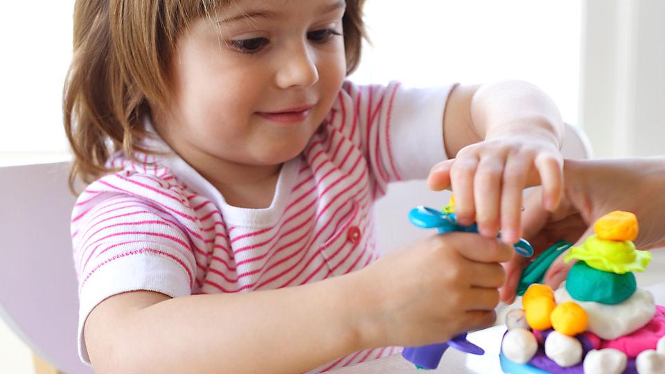 طريقة صنع الصلصال للأطفال