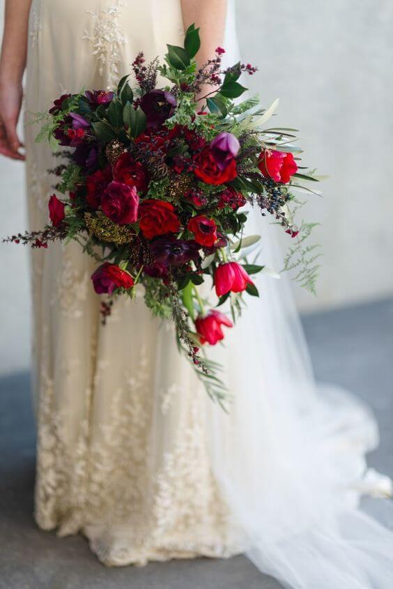 مسكة عروسة حمراء