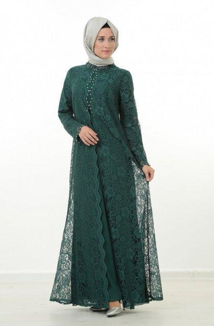 تنسيق الفستان الأخضر مع الطرحة