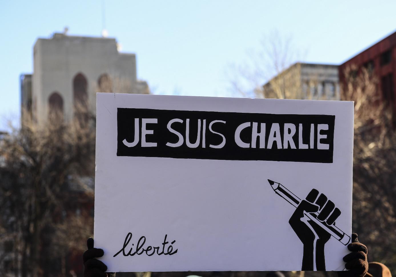 Urážlivé karikatury: Jak by měli muslimové reagovat?