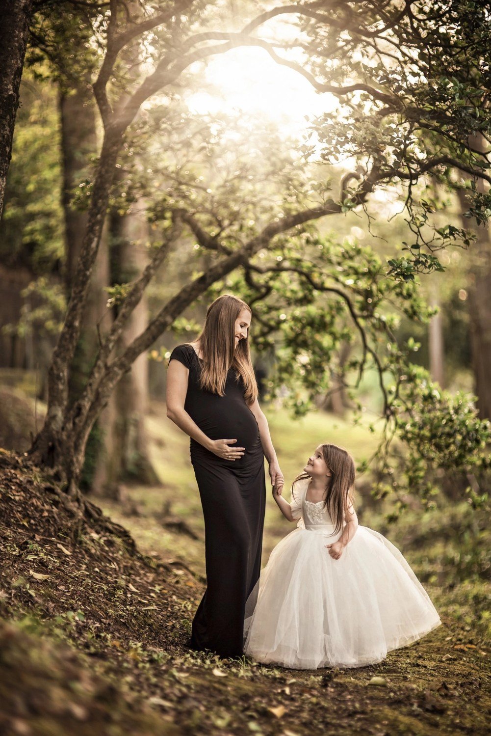maternity photograph of mother and young daughter in nature