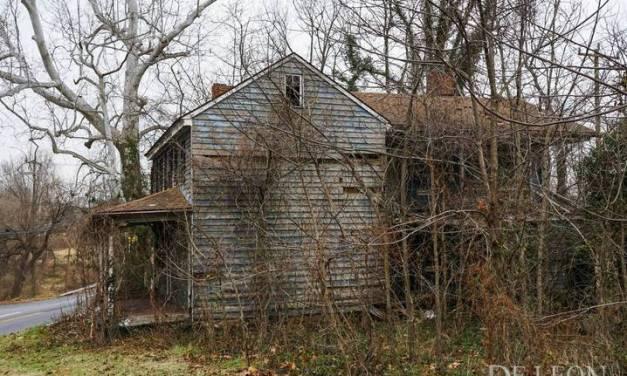 SINISTRO!Fotógrafo encontra casa abandonada com várias fotos de crianças desaparecidas