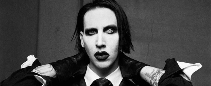 Marilyn Manson é hospitalizado após cenário de show cair sobre o cantor