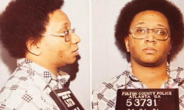Conheça a história do serial killer conhecido como 'Monstro de Atlanta'