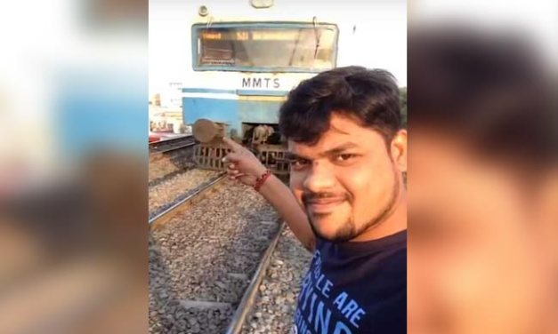 Jovem grava um vídeo selfie bizarro de seu próprio atropelamento por um trem