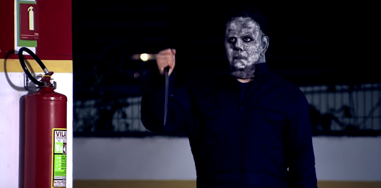 Michael Myers aterroriza pedestres em nova pegadinha do Programa Silvio Santos