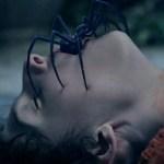 Crianças perturbadas aterrorizam babá no trailer do filme 'Os Órfãos'