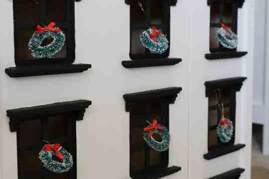 Handmade Holiday|DIY Dollhouse