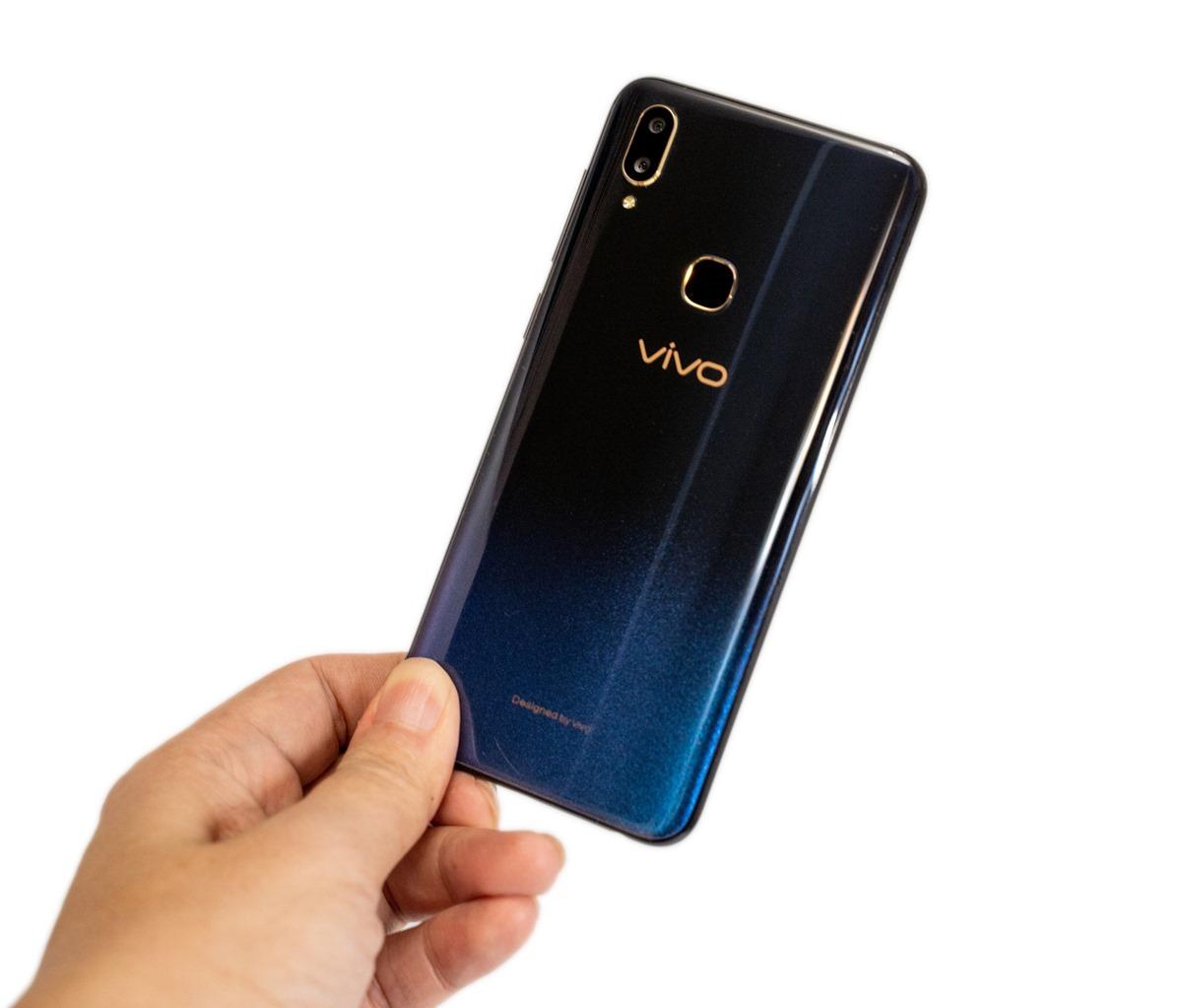 6.3 吋全屏高佔比!智慧 AI 自拍中階手機首選 VIVO V11 @3C 達人廖阿輝