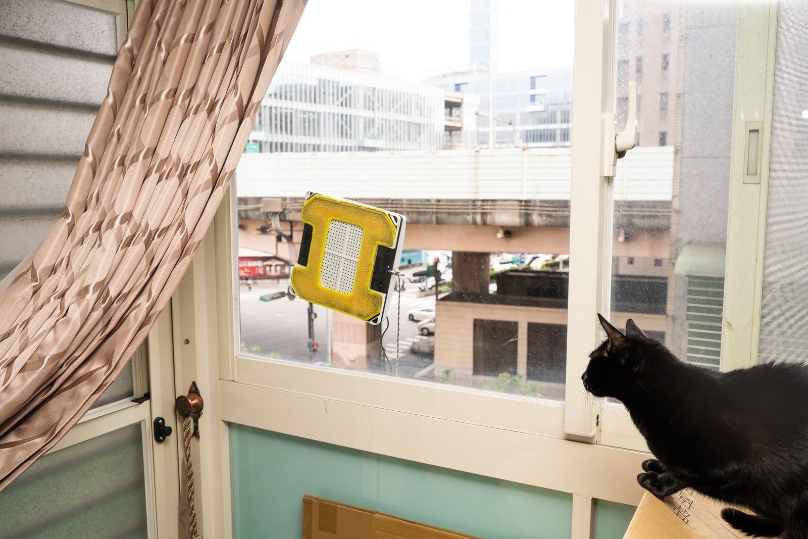 年終掃除不想擦窗戶?直接交給玻妞 HOBOT 298 超音波噴水擦窗機器人吧!還你潔淨光透玻璃,清爽一整年 @3C 達人廖阿輝