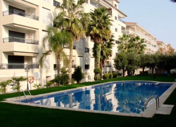 apartment dengan kolam renang