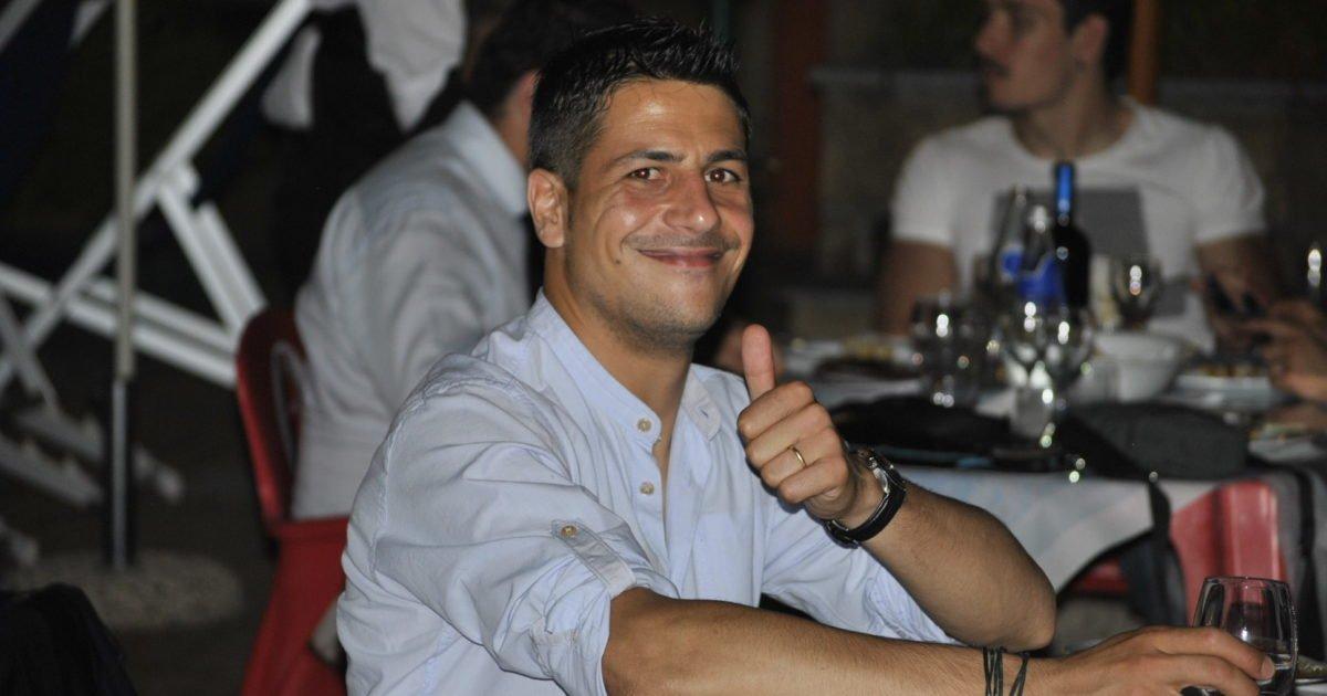 Gianluca Manganiello a pollice alzato.