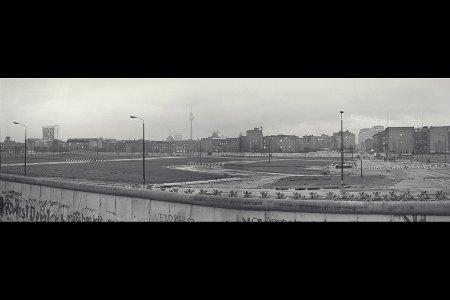 Berlin Wall panorama Dec 1982