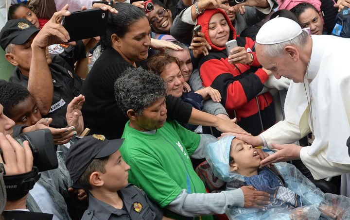 "Francis: ""The rich man had a car with tinted windows"" –  Francis says worldliness doesn't allow us to see the poor"