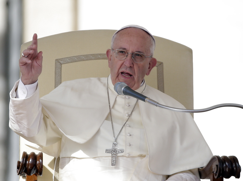 To be corrupt is to follow the devil, Pope Francis says