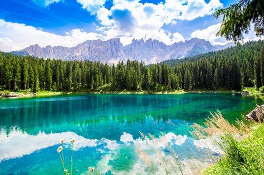 Lac Carezza, Dolomites, Italie, identités régionales