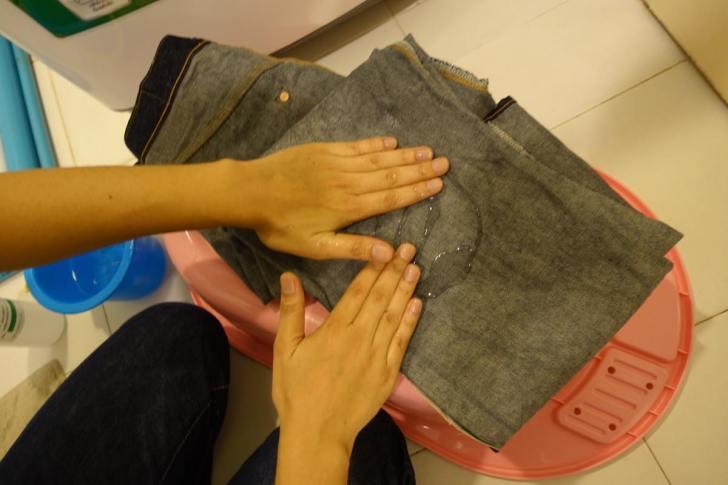 良い色落ちのジーンズのための糊付け