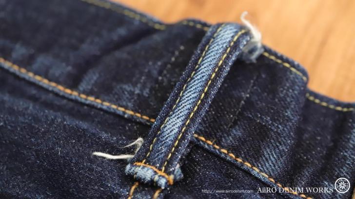 ジーンズのベルトループの中高の縫製