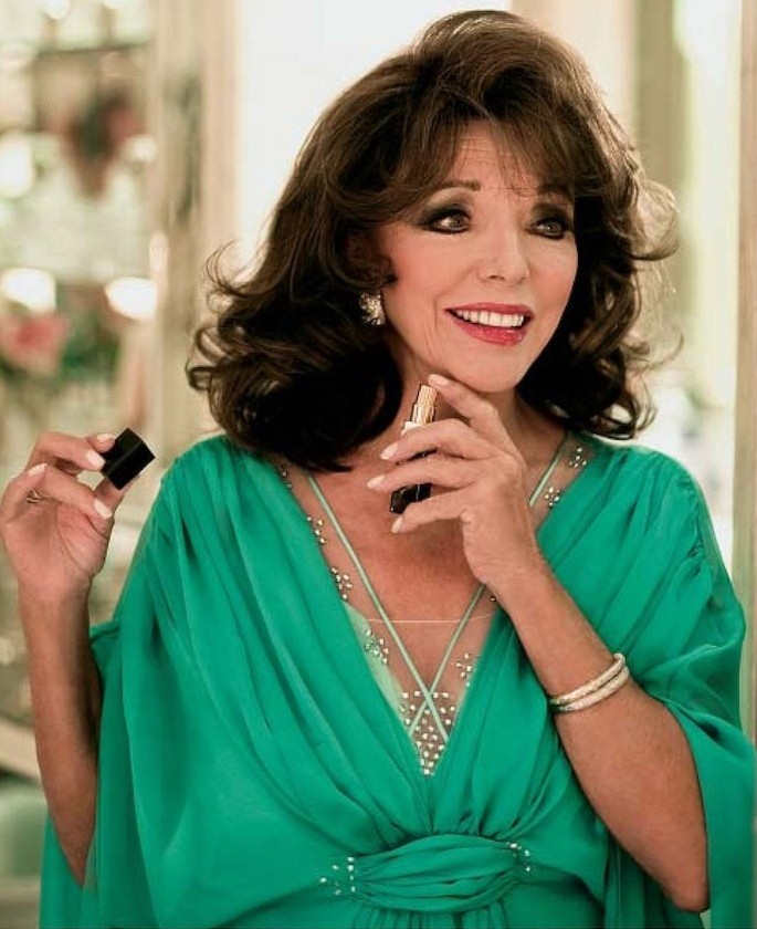 https://i1.wp.com/www.aiisha.com/wp-content/uploads/2012/01/Joan-Collins-wears-AIISHA-in-HELLO-e1326634981267.jpg