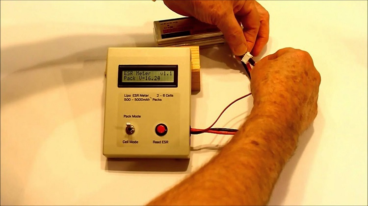 Compatibility with Capacitors of ESR Meter