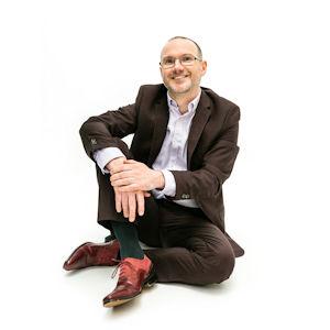 Stephen Wells Sensational Business Coach - smart seated crossed legs