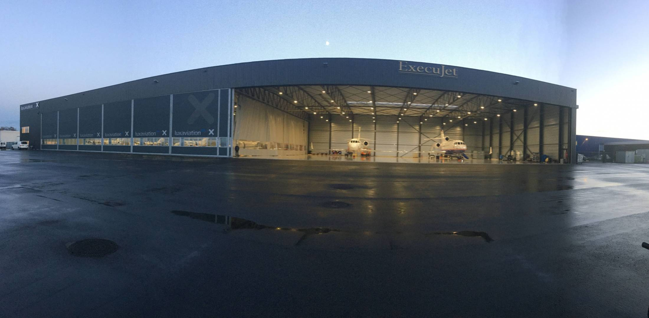 Luxaviation Unveils New Belgium Hangar   Business Aviation News         sheltering up to 15 business aircraft  Luxaviation Belgium s new hangar  at Kortrijk Wevelgem Airport also houses subsidiary Execujet s Belgium MRO  shop
