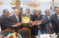 المؤتمر العلمي الدولي الخامس لصحة وسلامة الغذاء بدمنهور يكرم رئيس جامعة الزقازيق
