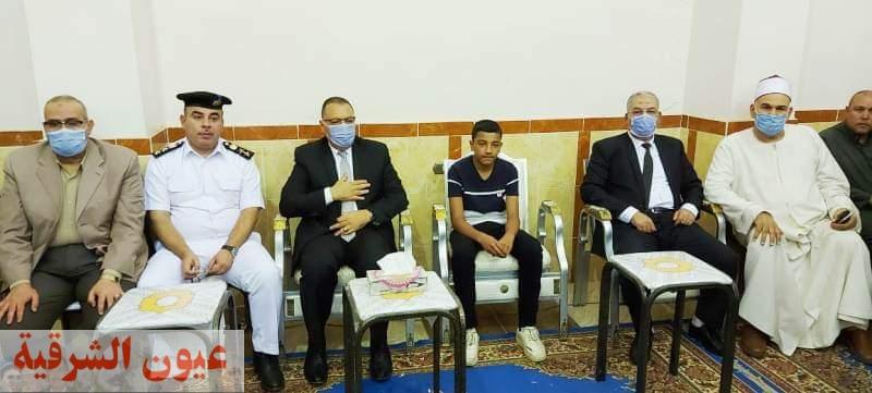 محافظ الشرقية يؤدي واجب العزاء في وفاة إمام وخطيب مسجد أثناء صعوده المنبر بالقرين