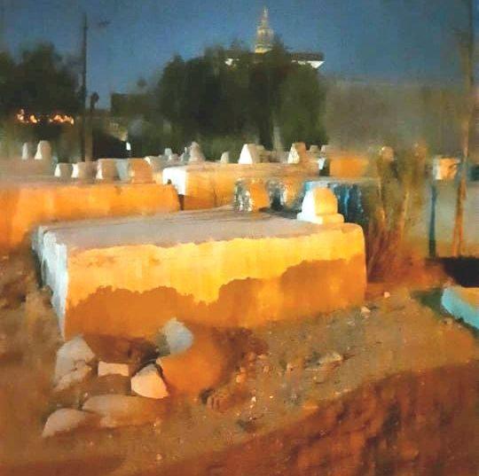 الظلام الدامس يخيم مقابر أبوحماد