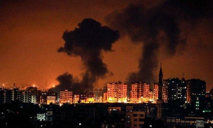 بالفيديو | غزة تحت النار.. إصابات وتدمير مبانٍ بقصف الاحتلال والمقاومة ترد