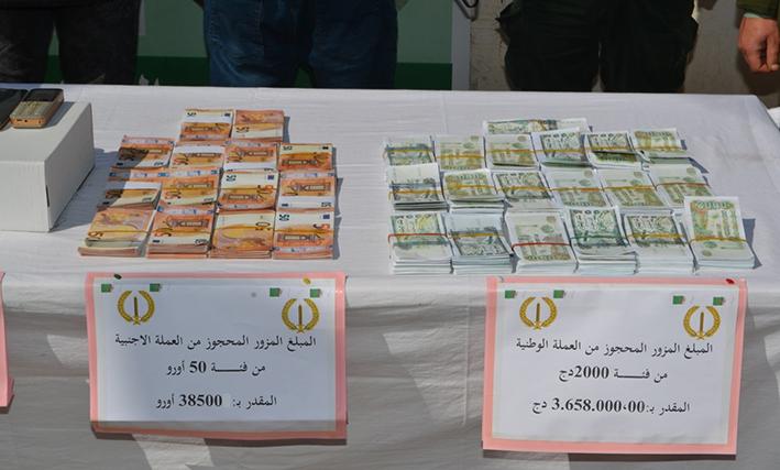 الدرك الوطني يفكك شبكة لتزوير العملة مكونة من (05) مجرمين بوهران.