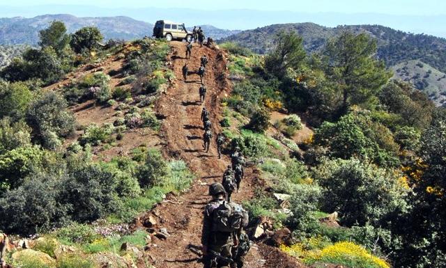 إثر عملية بحث وتمشيط الجيش يعثر على جثة إرهابي بالقرب من أحد مخابئ الجماعات الإرهابية بعين الدفلى.