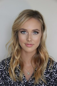 http://kissablecomplexions.com/monday-makeover-bright-eyes/