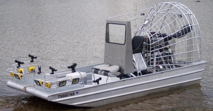 Captain Steve Barnes, Texas: rod holders, lights and bowfishing platform