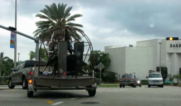 Streetshot from Miami: airboats are easy to transport. photo: Lan Nghiem-Phu