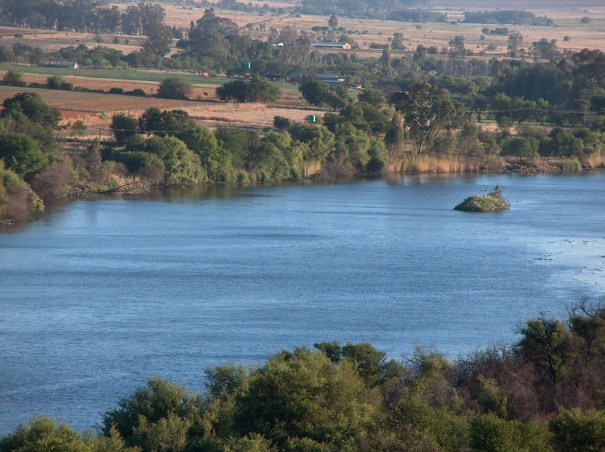 View from Steiltes, 2.5km upstream from the Schoemansdrif Bridge near Venterskroon, Free State. photo: WD Schutte