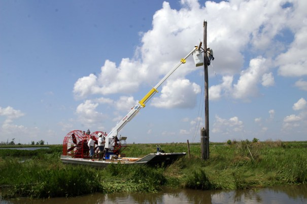 Twin-engine airboat