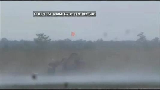 Boaters rescued after airboat sinks in Everglades
