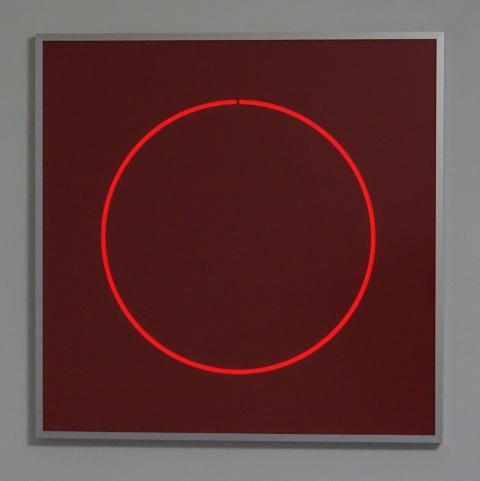 HELLMUT BRUCH - Unterbrochene Kontinuität - rotes fluoreszierendes acrylglas - 2014 - 50x50x0,3cm - P/T
