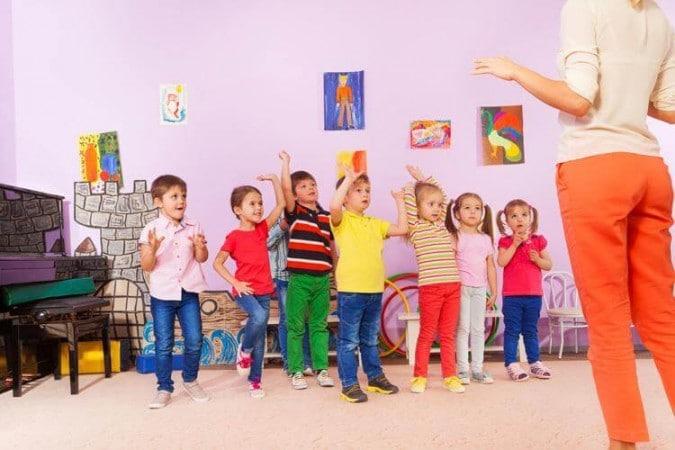 Mode de garde : choisir l'assistante-maternelle ou la crèche ?