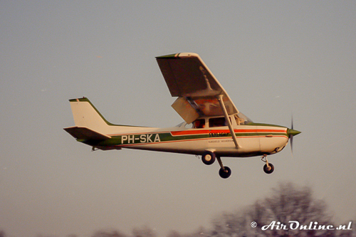 23/01/1983 Hilversum PH-SKA Reims/Cessna F.172M Skyhawk c/n: 1170 My first plane to fly in!