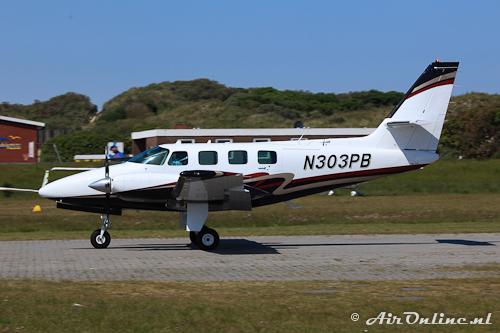 N303PB Cessna T303 Crusader in take off op Juist (klinkertjes!), één van de vele bezoekende kisten