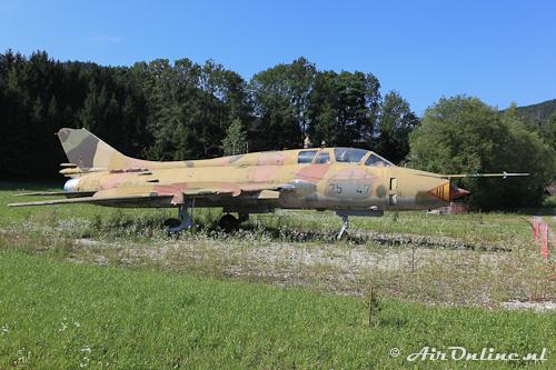 25+47 Sukhoi Su-22UM3K (ex 113 DDR)