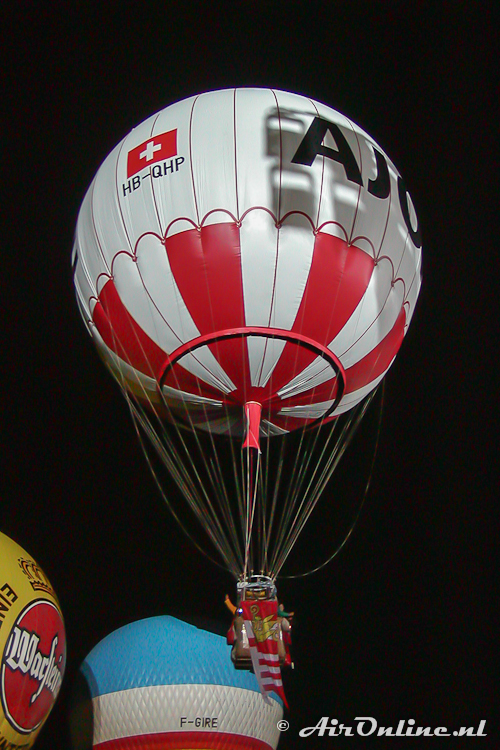 HB-QHP Ballonbau Wörner NL-1000/STU start in het licht van de schijnwerpers