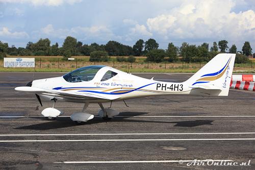 PH-4H3 FlyingMachines FM 250 Vampire