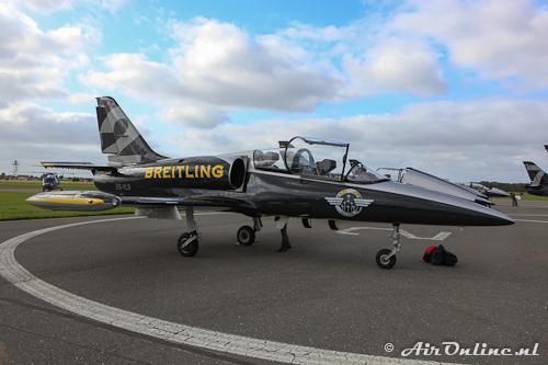 ES-YLS Aero L-39 Albatros Breitling Jet Team eerder die dag op Den Helder