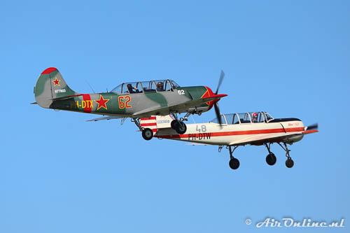 PH-DTX en PH-DTW Yakovlev Yak-52