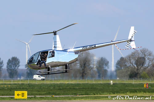PH-HCA Robinson R44 Raven II (links zilver)